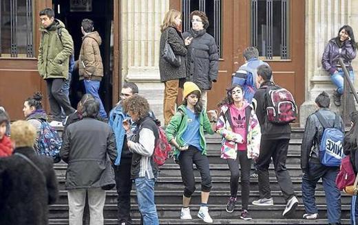 Todos los años, casi medio millón de alumnos abandona sus estudios 1