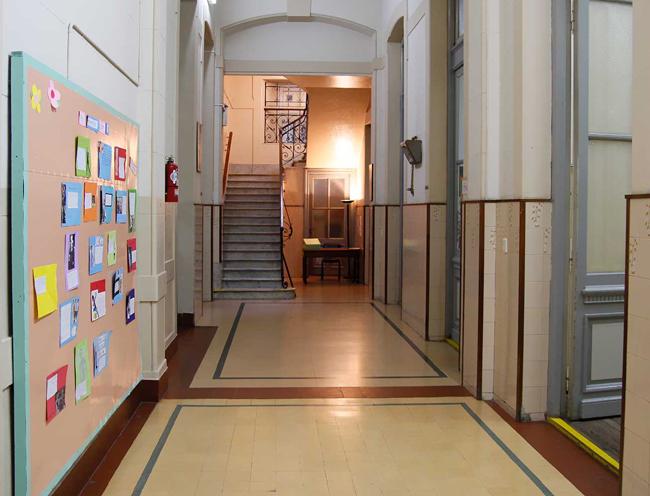colegio del camen_pasillo_aulas