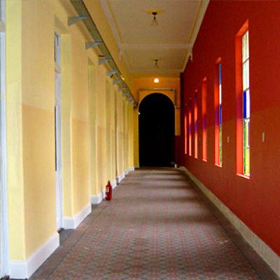 Colegio Santa Felicitas de San Vicente de Paul_en Barracas_interior-pasillos