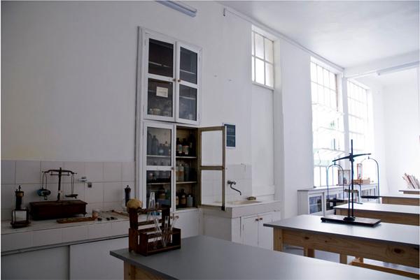 Instituto José M. Estrada_en Constitución-laboratorio