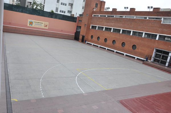 Colegio Benito Nazar--patio