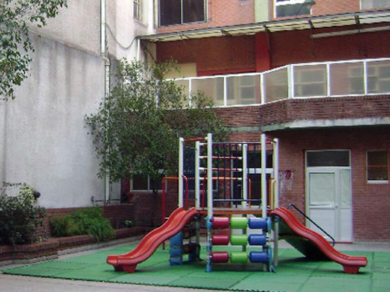 Colegio Claret_en barrio Paternal-patio jardin de infantes