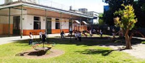 Instituto Carolina Estrada de Martinez_en Villa Ortúzar-patio_2