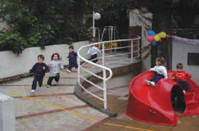Colegio San Bartolomé_en Rosario-Santa Fe_patio nivel inicial