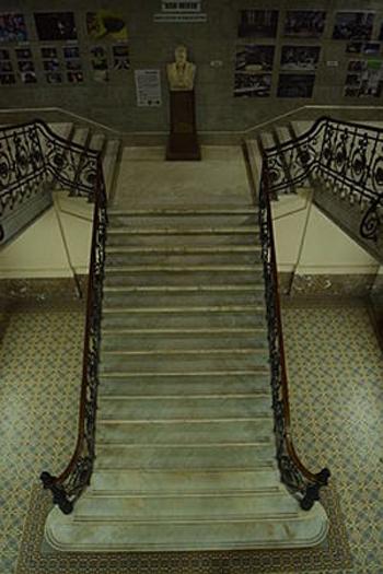 Escuela_Superior_de_Comercio_Carlos_Pellegrini_escaleras interior