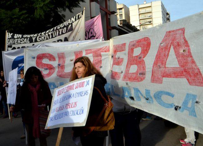 El eterno conflicto entre el gobierno y el gremio docente por las paritarias 25