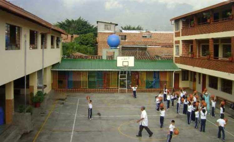 Instituto Ana María Janer 4